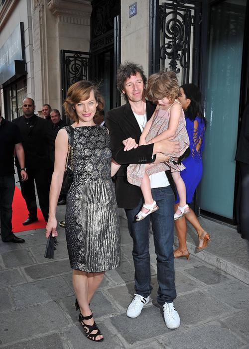 Мила Йовович с мужем Полом Уильямом Скоттом Андерсоном и дочерью Эвой Габо