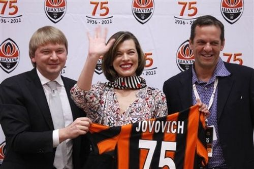 Мила Йовович / Milla Jovovich на пресс-конференции в Донецке