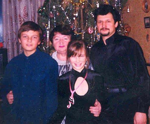 Леонид был главой этой семьи 10 лет
