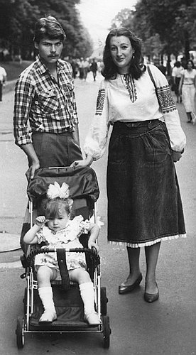 Настя с родным отцом Константином и мамой