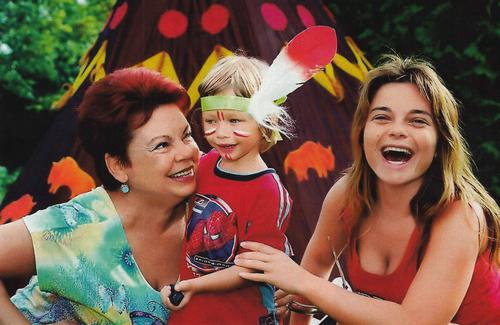 Наталья Королева со своей мамой и сыном Архипом