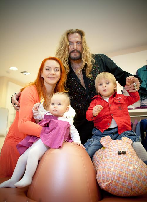 Марина Анисина и Никита Джигурда с детьми