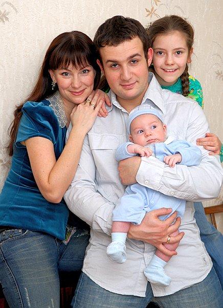 Нонна Гришаева с мужем Александром Нестером и детьми