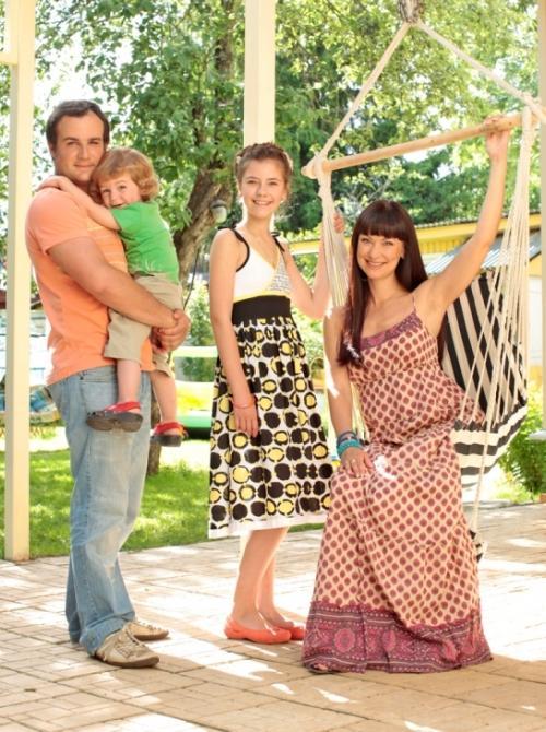 Нонна Гришаева с мужем Александром Нестеровым, дочерью Настей и сыном Ильей