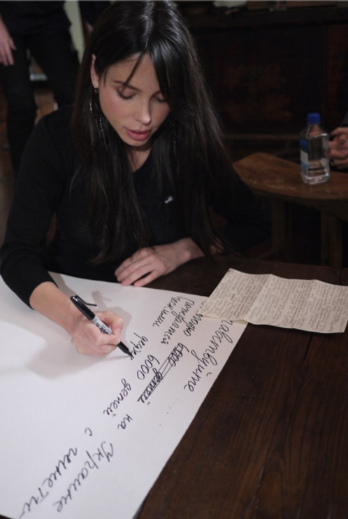 Оксана Григорьева у себя дома в Лос-Анджелесе, в студии, где проходила ее рабта над альбомом