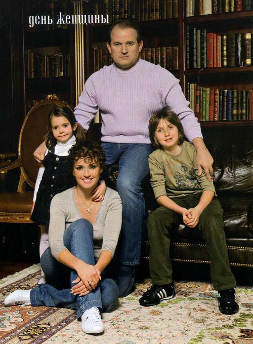 Оксана Марченко с мужем Виктором Медведчуком, сыном Богданом и дочерью Дашей