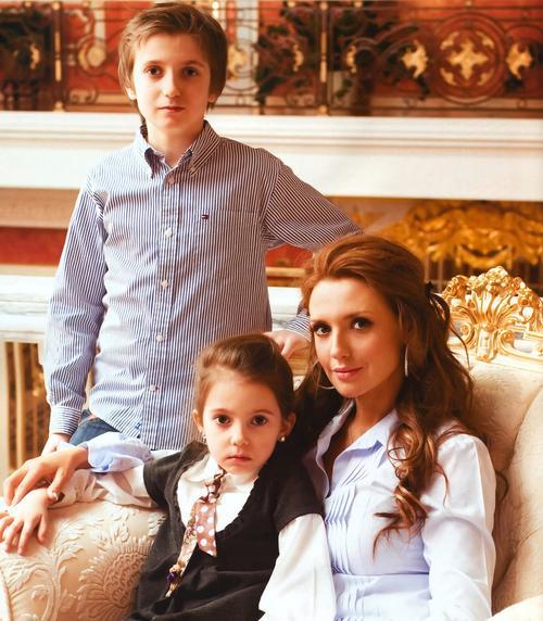 Оксана Марченко с сыном Богданом и дочерью Дариной