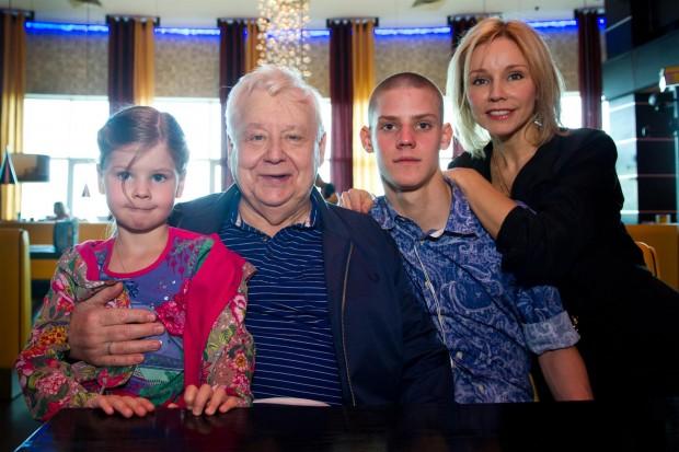 Олег Табаков с семьёй