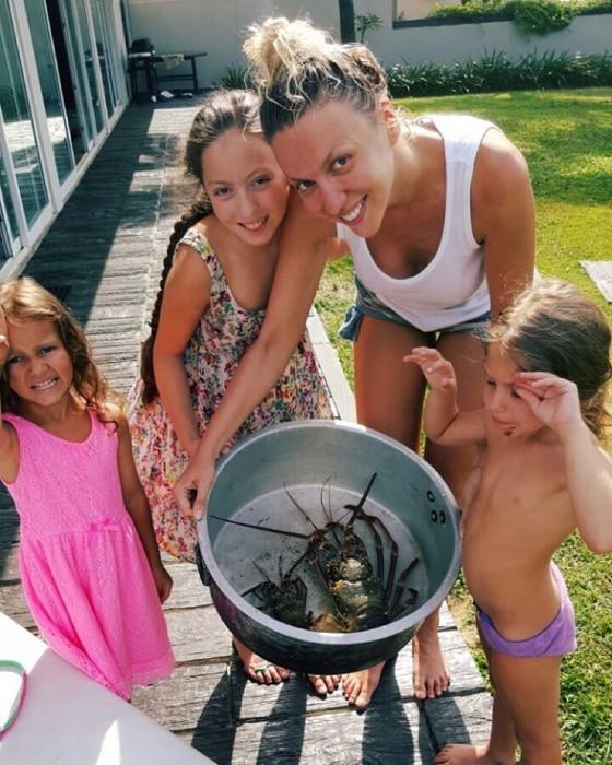 Ольга Полякова с детьми на одыхе