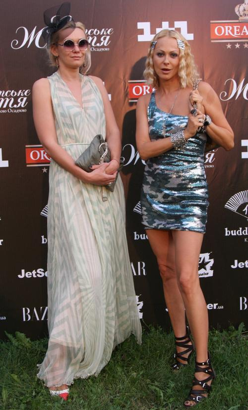Ольга Аленова (справа)