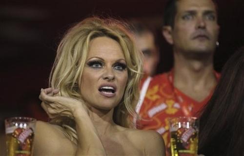 Памела Андерсон / Pamela Anderson на карнавале в Рио-де-Жанейро, Бразилия
