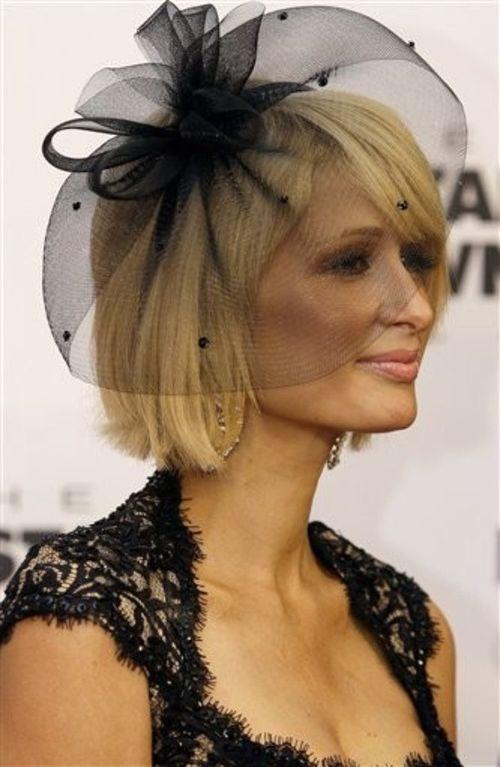 Раньше Пэрис Хилтон оттеняла белокурые волосы темными нарядами