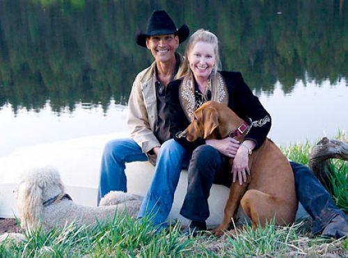 После появления информации о своей смерти Патрик Суэйзи выложил в интернете фото со своей женой