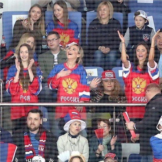 Пелагея на хоккейном матче