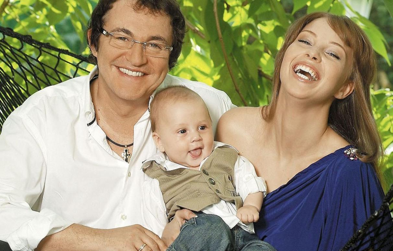 Полина и Дмитрий Дибровы с ребёнком