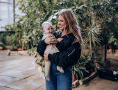 Рита Дакота с дочерью в греции