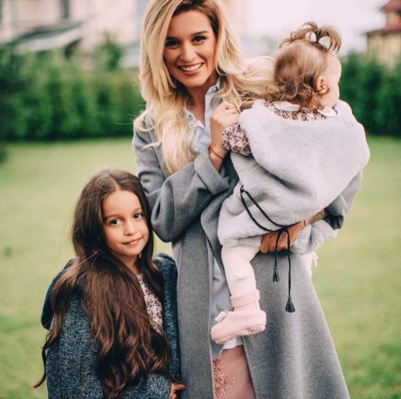 Ксения Бородина с младшей дочерью