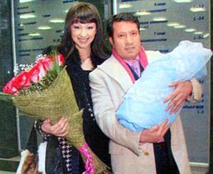 Муж-миллионер встречал Согдиану в роддоме с цветами