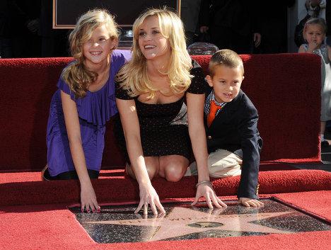 Риз Уизерспун / Reese Witherspoon с детьми