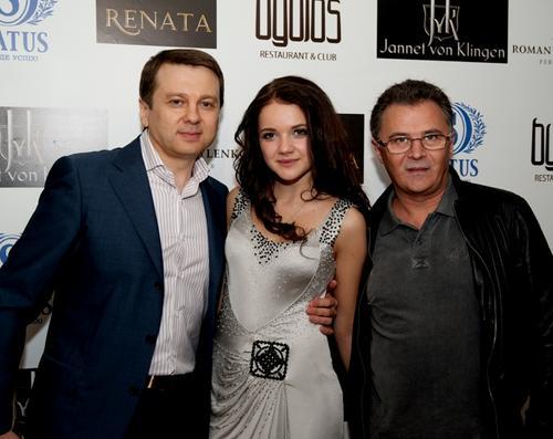 Певица с продюсерами Тимофеем Нагорным и Юрием Фалесой
