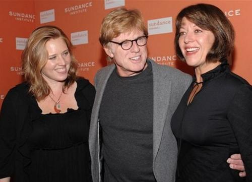 Роберт Редфорд с дочерью Эми (слева) и Сибилл Сзаггарс (справа)