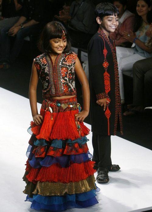 Еще в марте маленькие актеры учавствовали в показах Индийской недели моды, а уже в мае остались без крыши над головой