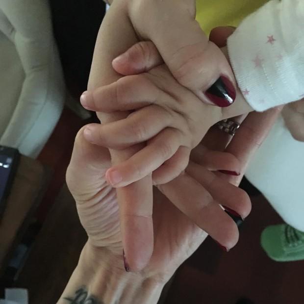 Руки Павла Воли, Ляйсан Утяшевой и дочери Софии