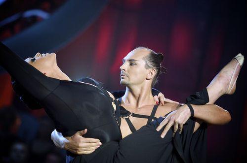 """Выступая с показательным танцем на шоу """"Танцюю для тебе"""" Руслана Писанка порхала на сцене"""