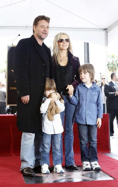 Рассел Кроу с супругой и детьми