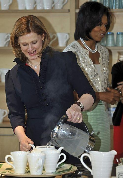 Сара Браун и Мишель Обама в центре по лечению рака. Лондон, 1 апреля.