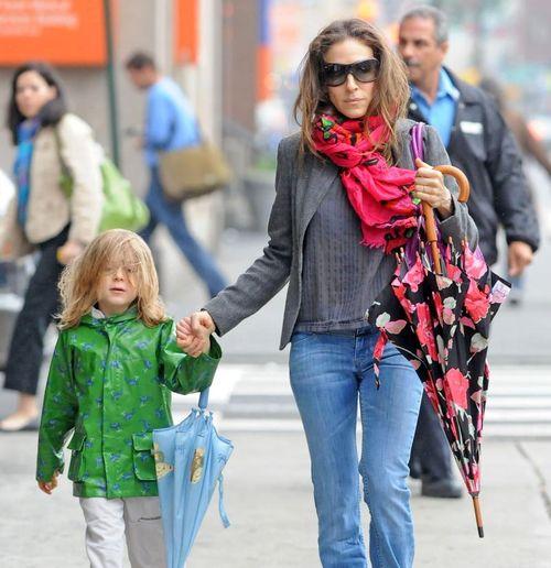 Сара Джессика Паркер часто гуляет с сыном