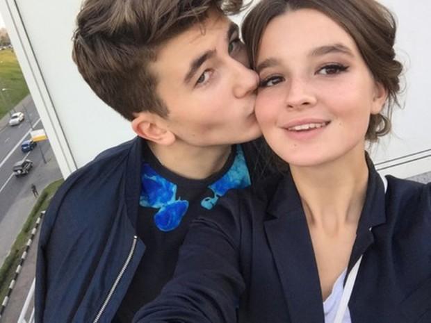 Саша Стриженова с Антоном Чурековым целуются