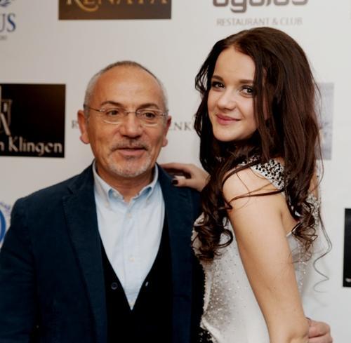 Телеведущий Савик Шустер и певица Renata