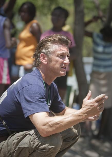 Шон Пенн / Sean Penn на Гаити