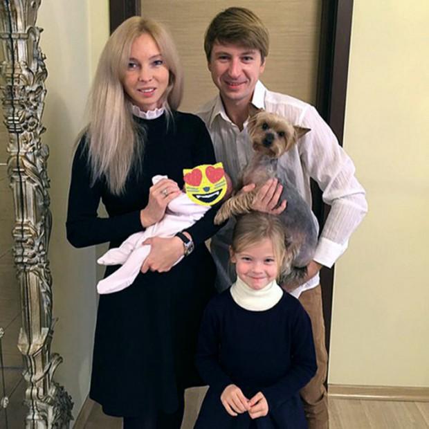 Семейное фото Татьяны Тотьмяниной и Алексея Ягудина