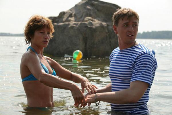 Сергей Безруков и Алена Бабенко, кадр из фильма Каникулы строгого режима