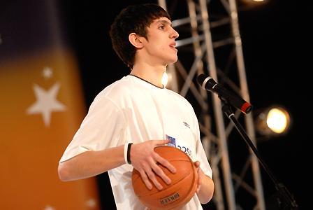 21-летний Сергей Дубровский из Севастополя. Номер на шоу: баскетбольный фристайл