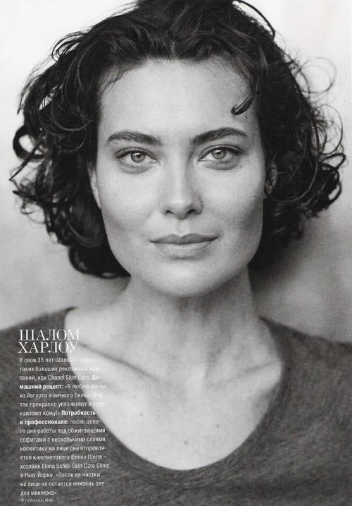 Клаудиа Шиффер впервые украсила обложку китайского Vogue