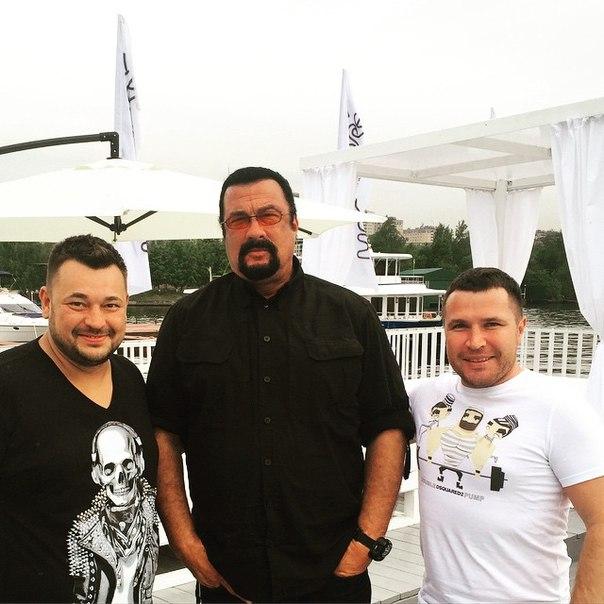 Сигал побывал на открытии ресторана Сергея Жукова