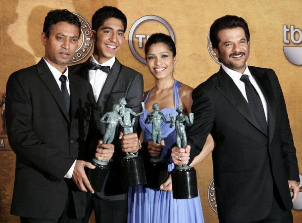 "(L-R) Actors Irrfan Khan, Dev Patel,  Freida Pinto and Anil Kapoor hold their awards after winning for Outstanding Performance by a Cast in a Motion Picture ""Slumdog Millionaire"" at the 15th annual Screen Actors Guild Awards in Los Angeles, January 25, 2009.     REUTERS/Danny Moloshok"