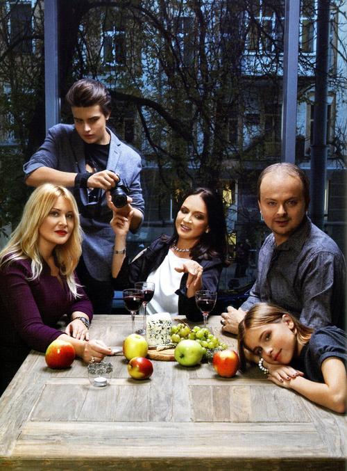 София Ротару с сыном Русланом, невесткой Светланой и внуками Толик и Соней