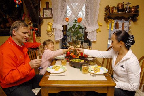 В семейном кругу: Стелла Захарова с мужем Виктором Хлусом и дочерью Кристиной