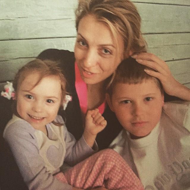 Светлана Бондарчук с детьми
