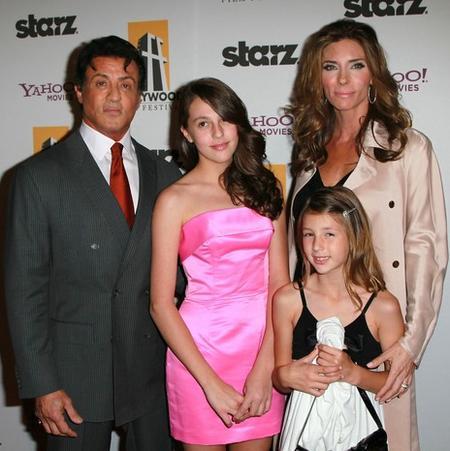 Сильвестр Сталлоне с супругой Дженнифер Флавин и дочерьми - старшей Софией и младшей Скарлет