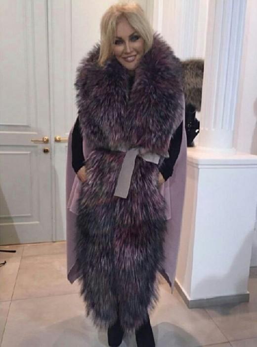 Таисия Повалий в меховом пальто