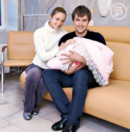 Татьяна Арнтгольц с мужем Иваном Жидковым и дочерью Машей