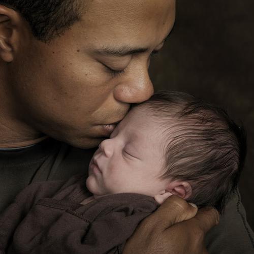 Тайгер Вудс с новорожденным сыном