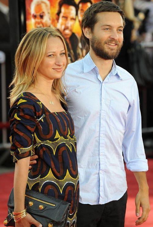 Тоби Магуайр с женой Дженнифер Мейер во время беременности