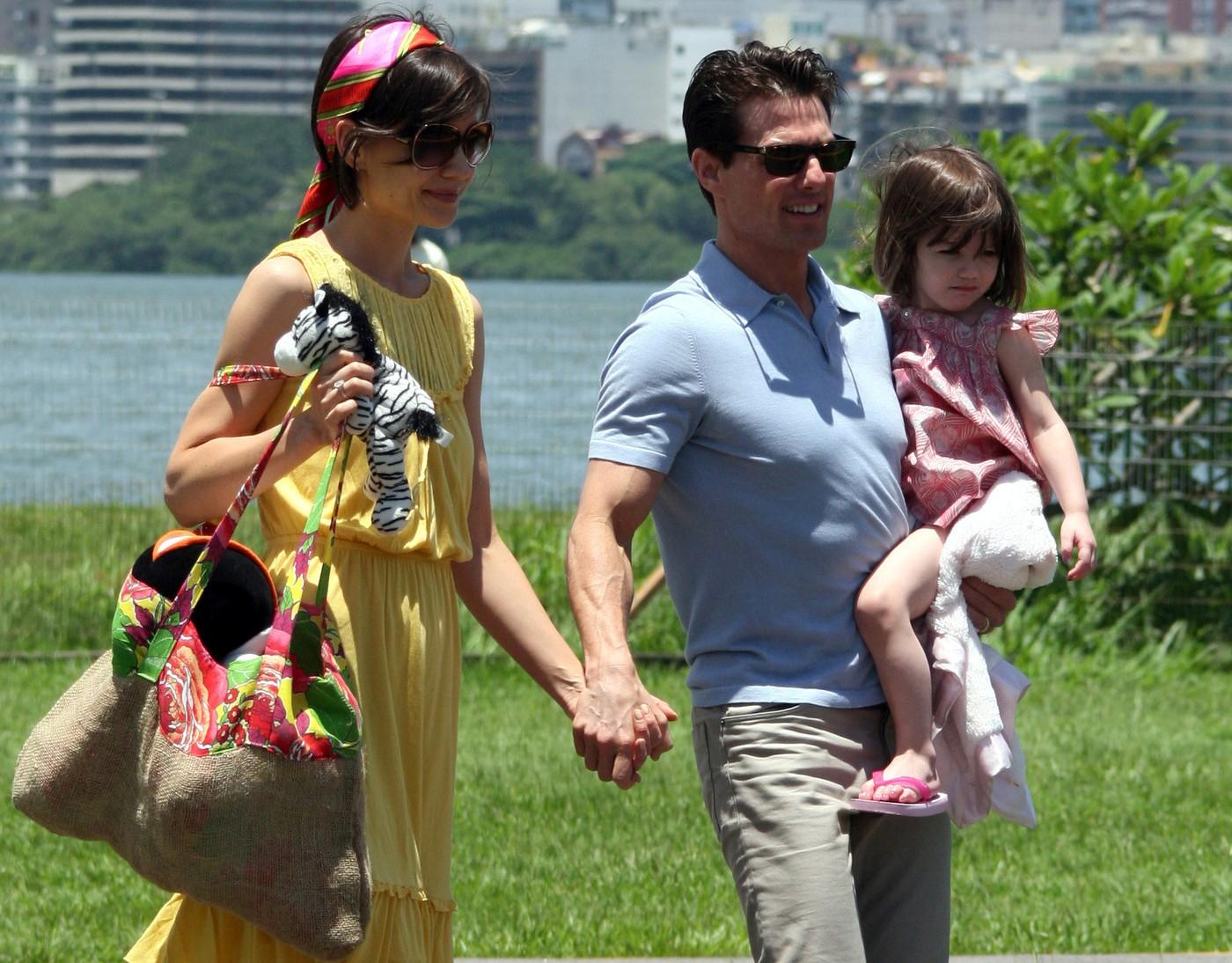 Том Круз и Кэти Холмс с дочкой