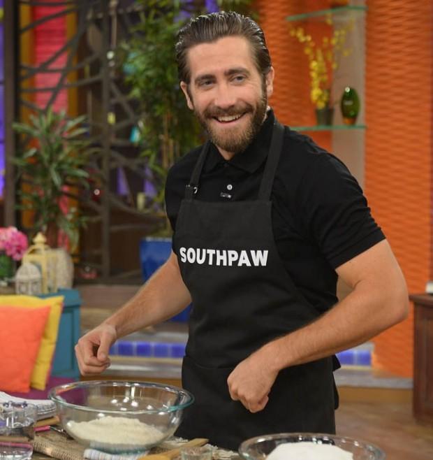 Джейк Джилленхол готовит на ток-шоу